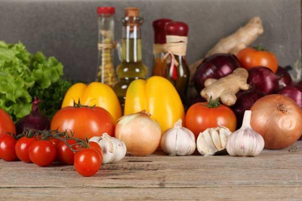 garlic-onion-veggies-oil-vegetables-tomato
