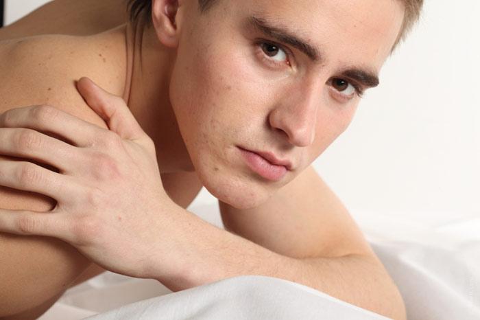 700-man-naked-face-sad-sex-bed