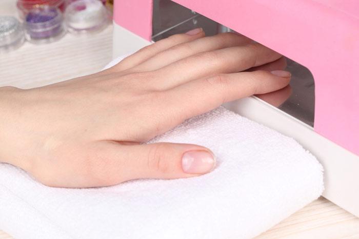 700-nails-salon-manicure-lamp-light-enamel-lacquer-polish