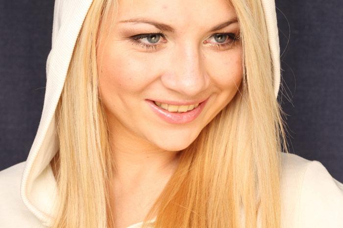 700-smile-woman-beauty-hair-blonde-face-skin-makeup-teeth
