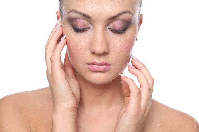 700-face-skin- eauty-woman-makeup-cosmetics-hands-cheeks-eye