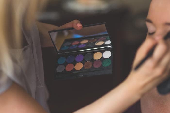 kaboompics.com_Make-up-artist-applying-eyeshadows-beauty-makeup-face-