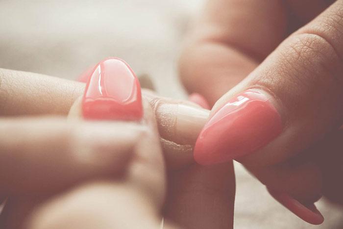beauty-nails-manicure-salon-hands-fingers